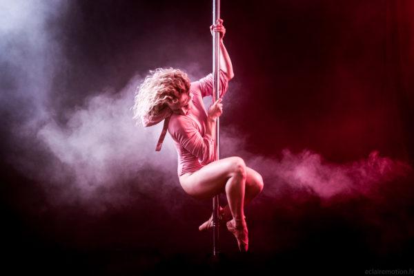 cours renfo stretch-kinésio pole dance attitude aix en provence /meyreuil
